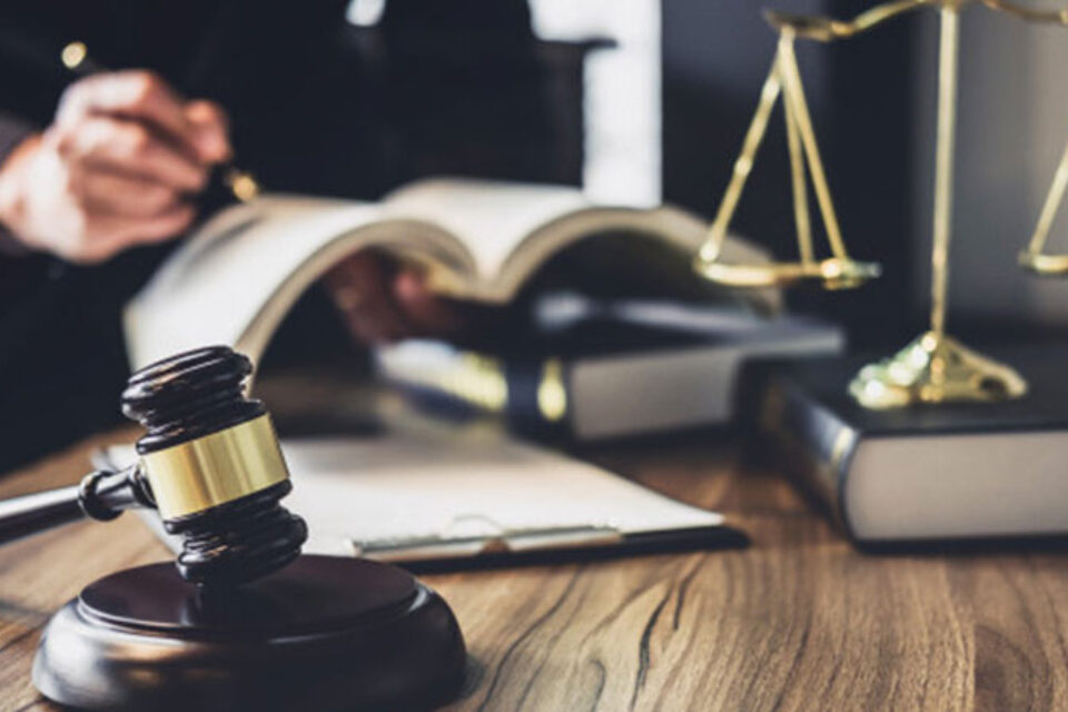 How You Can Be a Reputed Legal Advisor